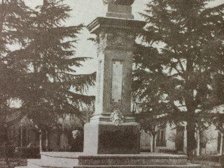 Monumento al General Bartolomé Mitre, en la plaza homónima, inaugurado el 22 de octubre de 1907.