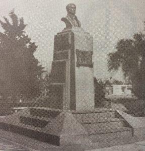 El busto del Dr. Florencio Varela, realizado por el gran escultor chivilcoyano, profesor Antonio Bardi. Se inauguró el 22 de octubre de 1936.