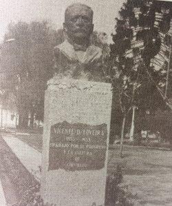 El busto del hombre público lugareño, Don Vicente Domingo Loveira, inaugurado el 22 de octubre de 1941. Pertenece al notable escultor argentino, Juan Zuretti.
