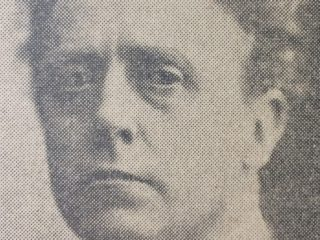 El escultor argentino, Juan Zuretti (1880-1959).