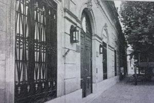 """Fachada del Complejo Histórico Chivilcoy, fundado y organizado por Francisco Alberto Castagnino (1924-2007), e inaugurado el 5 de noviembre de 1983. El Complejo Histórico, tiene el nombre de """"Adelina Dematti de Alaye"""", denominación impuesta, el 5 de junio de 2015."""