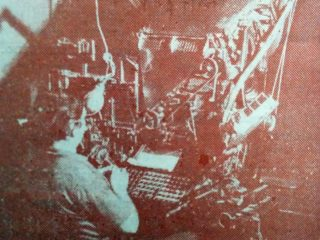Serafín Mastropierro, en el taller gráfico, del matutino «La Razón», cumpliendo funciones de linotipista.