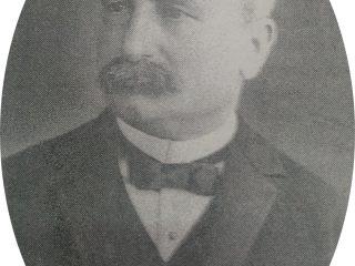 Don Miguel Elósegui, fundador y ex presidente de la Asociación Española de Socorros Mutuos, el 9 de julio de 1870. Fue quien realizó los planos, y como maestro mayor de obra, dirigió los trabajos de construcción, del Teatro Español, inaugurado el 3 de septiembre de 1888.
