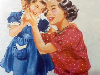 Ilustraciones alusivas al día de la Madre, aparecidas en diferentes libros de lectura, de escuela primaria, correspondientes a distintas épocas.