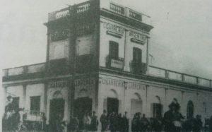 """Fachada de la antigua """"Cigarrería Argentina"""", en la intersección de las calles, 9 de Julio e Hipólito Yrigoyen."""