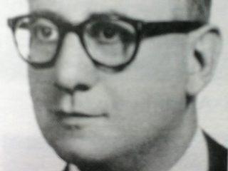 Dr. Rogelio A. Ventemiglia (1909-1993), ex presidente de la Biblioteca Popular «Dr. Antonio Novaro», y extraordinario propulsor de la entidad. Gracias a su titánica y colosal labor, se levantó el actual edificio de la Biblioteca, inaugurado en 1978.