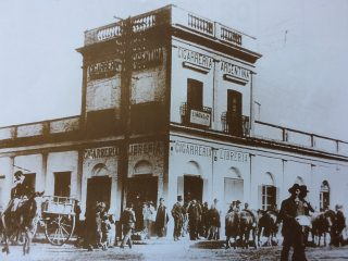 Esquina de la calles 9 de Julio e Hipólito Yrigoyen, donde nació, el Dr. Antonio Bermejo, en 1853.