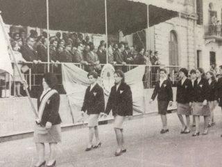 Desfile de alumnos, de la Escuela Superior de Artes Visuales, en 1966.