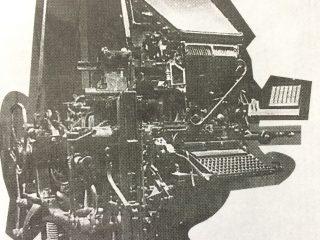 Antigua linotipo del diario «La Razón». La primera de esas máquinas, comenzó a emplearse, hacia el año 1928.