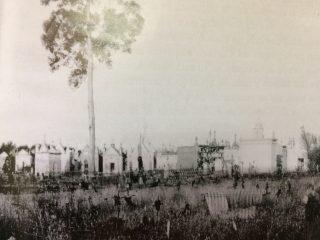Sección de sepulturas, en tierras, del viejo Cementerio de Chivilcoy.