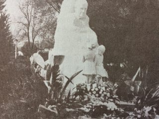 Plaza 9 de Julio. Monumento a Domingo Faustino Sarmiento, inaugurado el 25 de mayo de 1944.