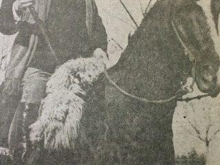 El Dr. Alejandro Osvaldo Suárez, recorriendo a caballo, la zona rural, en una fotografía, del año 1926.