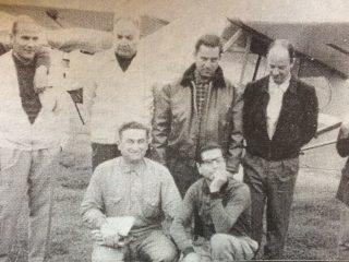 Primera promoción de pilotos, del Aero Club Chivilcoy, en una fotografía del 21 de abril de 1966.