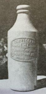 """El clásico porrón, de la Cervecería """"Rothenburger"""", fundada en 1876, y desaparecida en 1926, después de medio siglo, de una intensa y fecunda actividad productiva."""