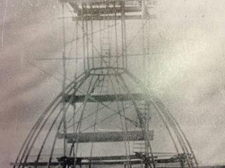 Etapa de construcción, de la cúpula del templo de Rosario. El presbítero Don Andrés Iturralde, trabajó, intensa e infatigablemente, para lograr la feliz culminación de dicha obra arquitectónica, en 1895.