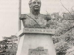 Monumento a Don Juan Manuel de Rosas, creador del partido de Chivilcoy, el 28 de diciembre de 1845. Ubicado en la plaza principal, 25 de Mayo, pertenece a la escultora y docente local, profesora Beatriz Ana Cánepa. Se inauguró el 28 de diciembre de 1996, bajo la gestión municipal del Dr. Rodolfo Bardengo.