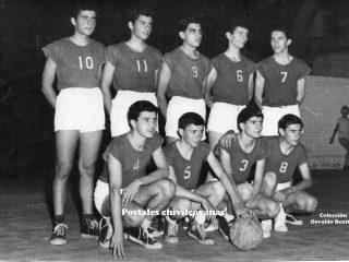 El plantel, campeón invicto del año 1960, estaba integrado por:  (10) H. Bersi, (11) A. Bersi, (9) Pedemonte, (6) Dipierro, , (7) Vicente, (4) Nanini, (5) Mattocio, (3) Vivanco, (8) Magñi. (Fotografía brindada por el fotógrafo local Osvaldo Benítez).