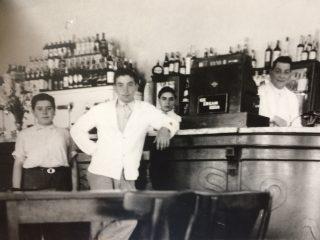 Interior del Bar y Confitería Vallerga.