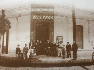 La Confitería de Don Lorenzo Vallerga, fundada el 23 de septiembre de 1887, en la emblemática esquina de la calle Pellegrini y la avenida Ceballos.