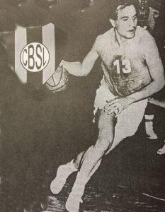 El gran jugador de basquetbol, ingeniero Carlos Alberto González, un auténtica y verdadera gloria deportiva, de nivel nacional e internacional. Fallecido hace unos pocos años, dejó en Club San Lorenzo, y en la historia del deporte de Chivilcoy, recuerdos imperecederos e imborrables.