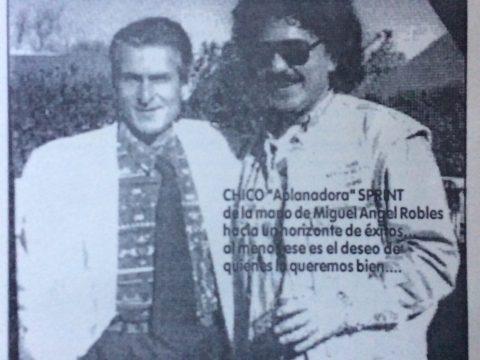 El popularizado intérprete chivilcoyano, Eduardo Speranza (Chico Sprint), en compañía del destacado cantante nacional Miguel Ángel Robles.