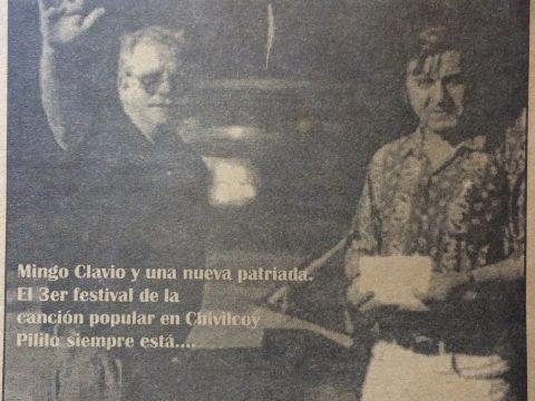 El inolvidable recitador criollo, periodista, poeta y hombre del espectáculo chivilcoyano, Norberto Domingo Clavio (1943-1999), junto al conocido locutor, animador y músico local, Héctor Amadeo «Pirilo Bottini».
