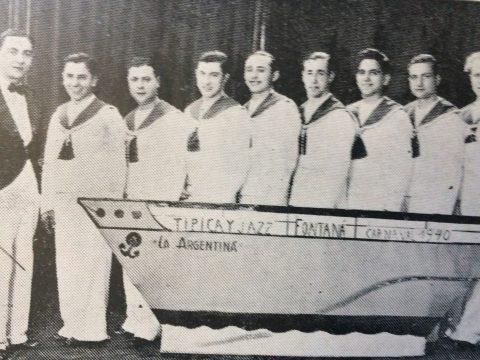 """La orquesta """"Típica y Jazz La Argentina"""", de Luis Fontana, en una fotografía, registrada durante los carnavales chivilcoyanos, de 1940."""