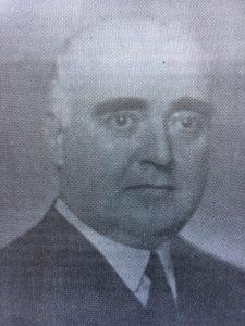 El caracterizado y prestigioso, dirigente político del radicalismo, abogado y hombre público, Dr. Alejandro Osvaldo Suárez (1892-1943), ex intendente municipal de Chivilcoy, desde 1920 hasta 1922. Fue un enaltecedor y honroso ejemplo, de entereza moral, rectitud y admirable honradez.