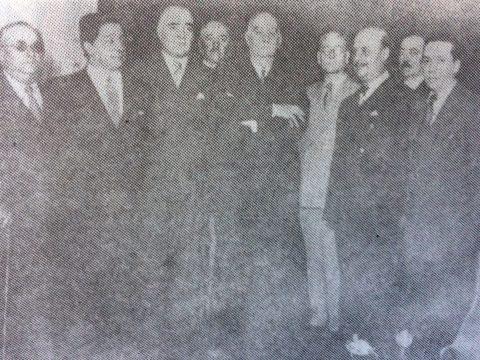 El Dr. Alejandro Osvaldo Suárez, y otras destacadas figuras, de la Unión Cívica Radical, de Chivilcoy,junto al ex presidente de la Nación, Dr. Marcelo T. de Alvear (1868-1942), el 14 de noviembre de 1935.