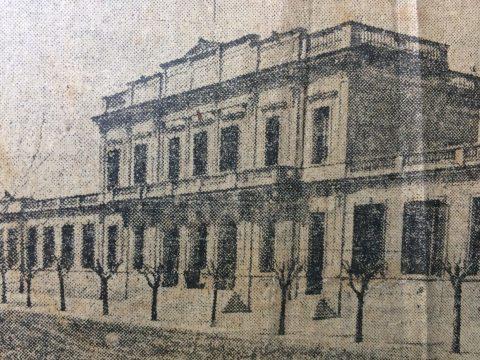 """Postal chivilcoyana, del año 1926 (El frente de la Escuela Normal """"Domingo Faustino Sarmiento"""")."""