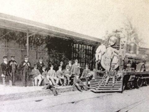 """Personal de la Estación Ferroviaria """"Sud"""", en 1918."""