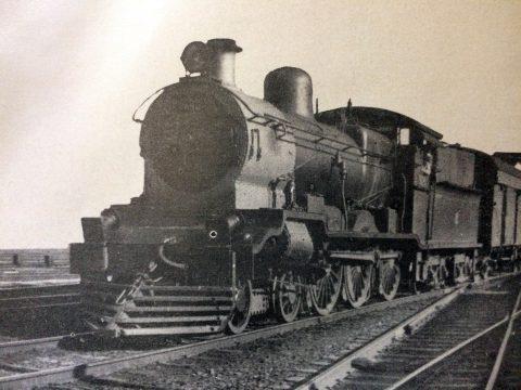 El ferrocarril, un importante medio de transporte, popular y colectivo, que hizo época en nuestro país, y contribuyó, de un modo singularmente beneficioso, al desarrollo de las localidades del interior del país, y al progreso y engrandecimiento, de la República Argentina.