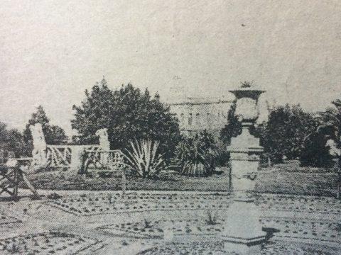 Postal fotográfica, de la plaza 25 de Mayo, a comienzos del siglo XX.