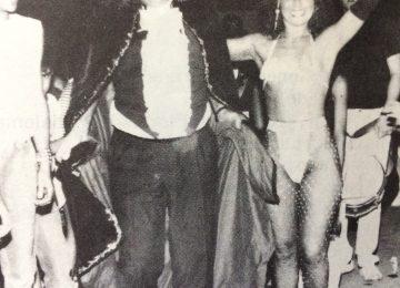 La rítmica e inconfundible Katy, junto al señor Fernández, por entonces presidente, del Club Social y Deportivo Florencio Varela (Año 198).