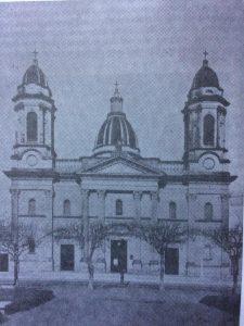 El templo mayor de Nuestra Señora del Rosario, en 1945, cuando se produjo, el recordado incendio, aquel 8 de diciembre, en plena misa de primera comunión.