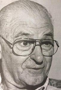 El caracterizado y tan querido médico chivilcoyano, Dr. Héctor Rodolfo Santilli, un ser humano excepcional, y un auténtico y glorioso pionero, de la pediatría, de nuestra ciudad. Comenzó su labor el 3 de abril de 1952, y a lo largo de su carrera profesional, ha dejado recuerdos, profundos e imborrables.