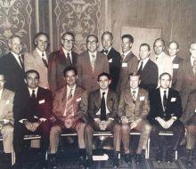 El Dr. Zancolli, junto a otros profesionales de la salud, en la Escuela Médica, de la Universidad de Harvard (Boston, Estados Unidos).