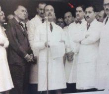 El Dr. Zancolli, en el Hospital San Martín, de Buenos Aires, hacia el año 1953.