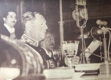 Coronel (R), Juan Domingo Perón, electo en los comicios generales, del domingo 24 de febrero de 1946. Asumió la presidencia de la Nación, el 4 de junio de 1946. Breve tiempo después, el Congreso, lo ascendió a General de Brigada.