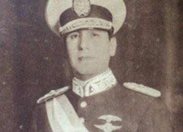 Teniente general Juan Domingo Perón (1895-1974). Cumplió 3 períodos presidenciales: Desde 1946 hasta 1952; entre 1952 y 1955, cuando fue derrocado por la denominada «Revolución Libertadora», y desde 1973, hasta su fallecimiento, el 1 de julio de 1974.