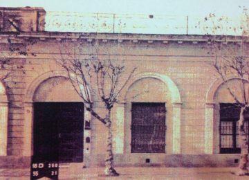 La «Casa de la Lira», ubicada sobre la calle San Martín Nº 114. Demolida, en el mes de enero de 2007, se levanta, allí, en la actualidad, un edificio de propiedad horizontal.
