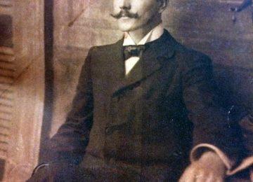 El inspirado y excelso poeta chivilcoyano, Carlos Ortíz, quien había nacido, el 27 de enero de 1870, y falleció, a la temprana edad de 40 años, el 3 de marzo de 1910.
