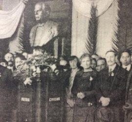 Inauguración, en el hall de la Escuela Normal, del busto de Domingo Faustino Sarmiento, el 11 de septiembre de 1923.