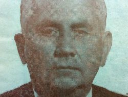 Don Simón Vásquez (1879-1950), fundador y director del matutino local «La Razón». Durante su gestión, al frente del diario, en la década de 1930, hubo de colaborar, en forma asidua, con sus trabajos, el dibujante Venancio A. Galarza.