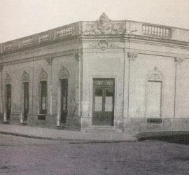 Fachada de la antigua Escuela de Artes y Oficios de la Nación, creada el 12 de mayo de 1910, don ejerció la enseñanza, el maestro y astrónomo, Don César Patella. Es en la actualidad, la Escuela de Educación Técnica Nº 1 «Dr. Mariano Moreno», cuyo nuevo edificio, se inauguró en 1954.
