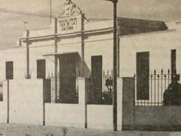 """Fachada del edificio, ubicado en la intersección de las calles Bolívar y Salta; el cual, el 20 de abril de 1968, durante la gestión municipal del Ingeniero José María Ferro, se inauguró con el nombre de """"Casa de la Cultura""""."""