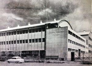 La monumental e inolvidable Central Diesel Eléctrica de Chivilcoy, en una estampa fotográfica, de 1958. El primer grupo electrógeno, se había inaugurado el 3 de junio de 1955. Posteriormente, se realizó una importante ampliación de la planta, contándose con seis grupos, generadores de energía.