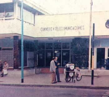 El edificio de ENCOTEL (Empresa Nacional de Correos y Telecomunicaciones), inaugurado el 11 de agosto de 1973.
