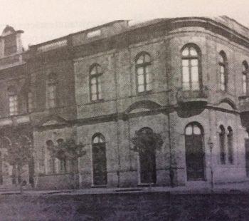 Sede de la Asociación Española de Socorros Mutuos, creada el 9 de julio de 1870. Don Manuel López Lorenzo fue uno de sus fundadores, y el segundo presidente de la entidad, entre 1873 y 1874.