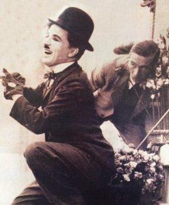 """El genial e inolvidable actor y director cinematográfico, Charles Chaplin, cuyas imborrables películas mudas, se proyectaron en la pantalla del cine """"Radium"""", durante las décadas de 1910 y 1920."""